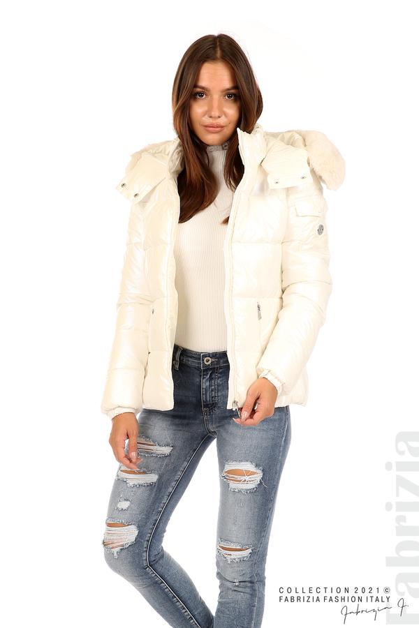 Лъскаво яке с мобилна качулка с кожена яка екрю 3 fabrizia