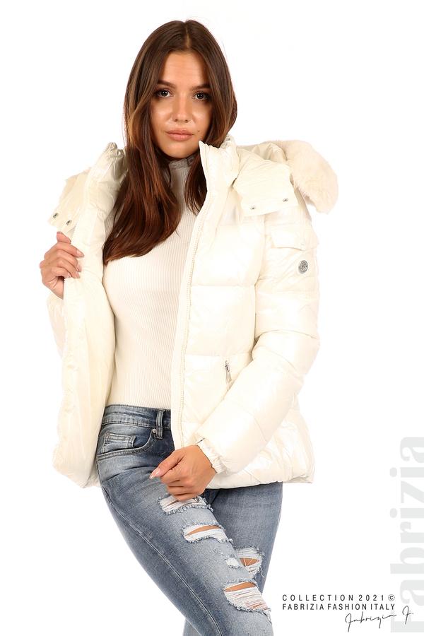 Лъскаво яке с мобилна качулка с кожена яка екрю 5 fabrizia