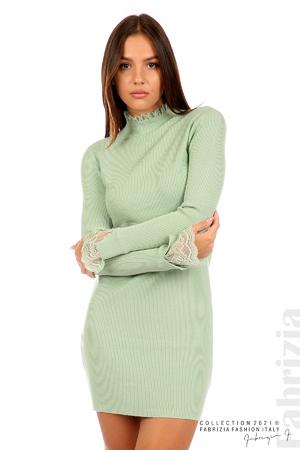 Къса рипсена рокля с дантела
