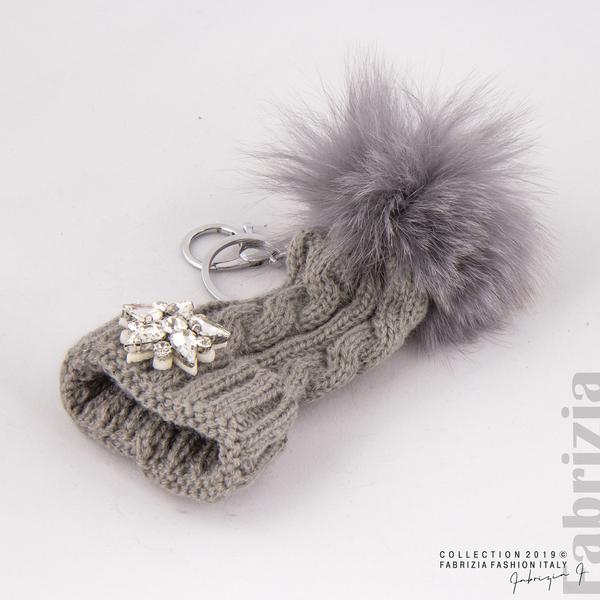 Ключодържател плетена шапка с помпон сив 1 fabrizia