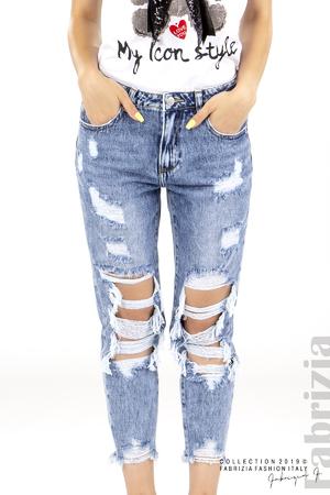 Дамски дънки с прорези на коленете