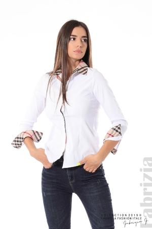 Вталена риза с акценти в каре