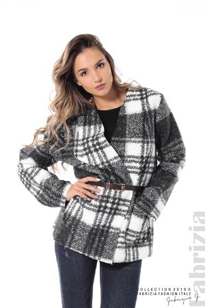Късо дамско палто каре